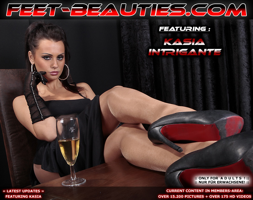 :: Click here to enter the FEETBEAUTIES :: Your No. 1 Source for Footfetish Sniffing Trampling and Smoking Fetish!